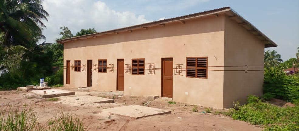 Suministro de agua a la casa de voluntariado de doga