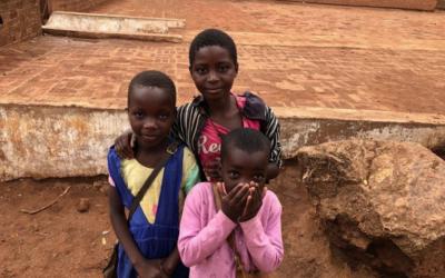 Alimentación básica para el orfanato de Chezi